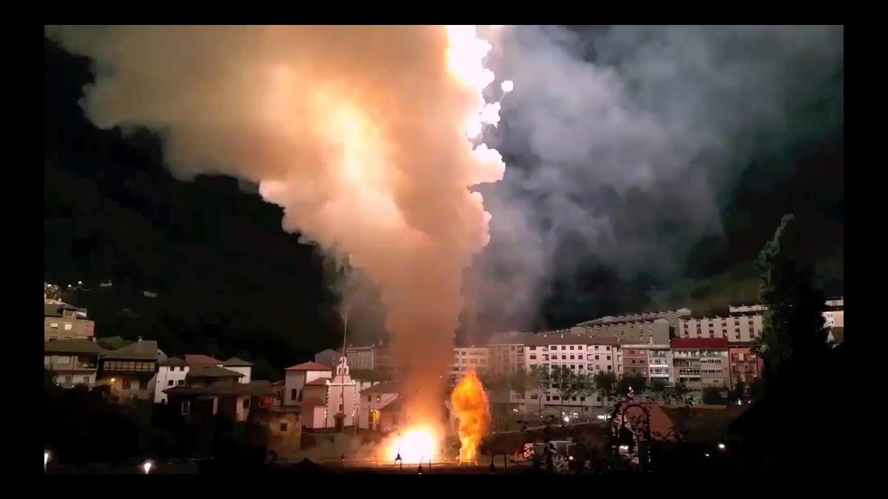 Download 2000 Salutes shot in 1 minute - Cangas del Narcea 2016