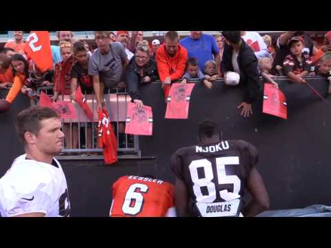 Browns fans collect autographs after the Orange & Brown scrimmage (Video)