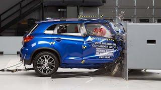 2018 Mitsubishi Outlander Sport passenger-side small overlap IIHS crash test