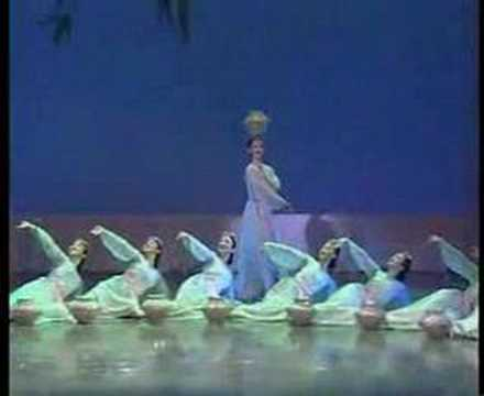 顶水舞 water dance