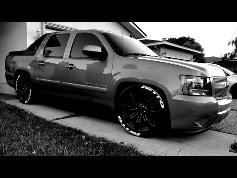 08 Avalanche On Denali 22s,3/5 Drop,with Nitto Tires,kicker Subs,flowmasters