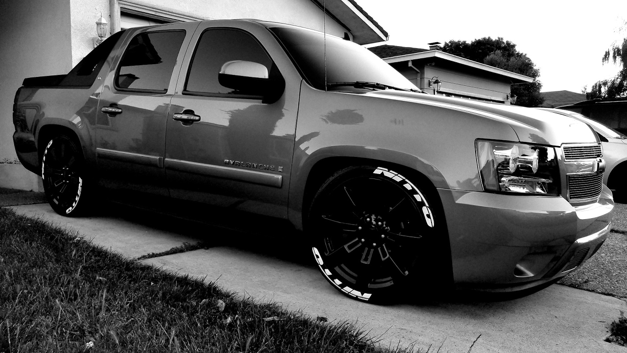 08 Avalanche on Denali 22s,3/5 drop,with nitto tires,kicker subs,flowmasters - YouTube