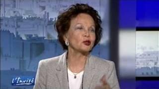 """Leslie CARON : """"J'ai fait scandale avec une chaise à Hollywood"""""""