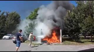 DonNews.ry В Ростове неизвестные подожгли мусорку во дворе администрации Железнодорожного района