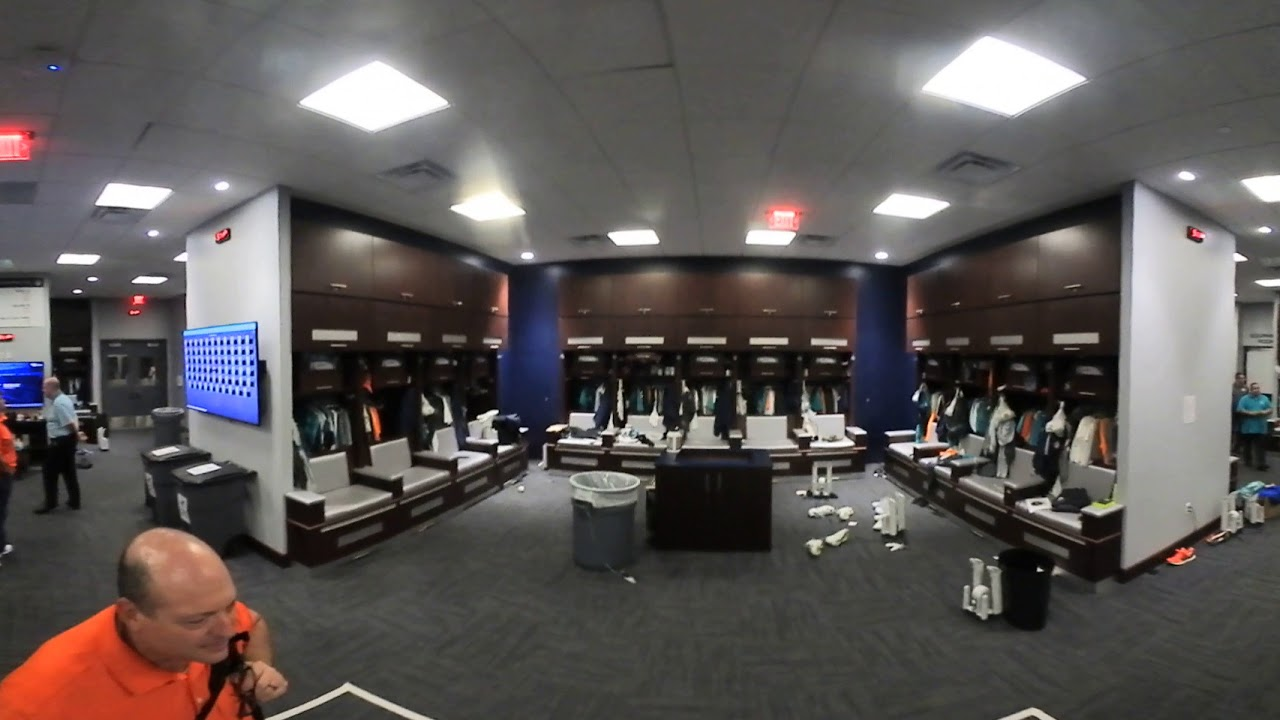 Lockerroom 6