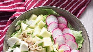 Салат с редисом, яблоком и моцареллой | Видеоинструкция