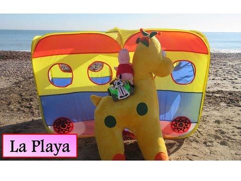 peppa-pig-va-a-la-playa-en-autobus-con-la-jirafa-gigante-y-el-robot-de-juguete