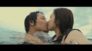俳優の綾野剛が19日、都内で映画『そこのみにて光り輝く』初日舞台あい...