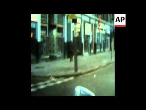 SYND 01/07/72 UDA MEN ERECT BARICADES AND LOYALISTS MARCH THROUGH BELFAST