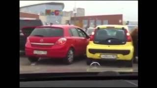 Особенности женской парковки - подборка жесть!.блондинки за рулем