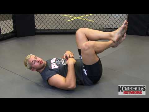 Learn how to do a Crunch ab fitness workout for men and women by Pro MMA Fighter Daniel Puder