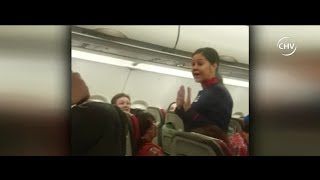 Obligan a pasajeros a bajar de avión por cambio de asientos - CHV Noticias