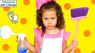 👋🏻 LIBRAS 👋 Valentina Pontes brinca de limpar a casa - Kids Pretend Play with Cleaning Toys!