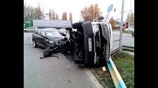 Volvo протаранил микроавтобус с пассажирами