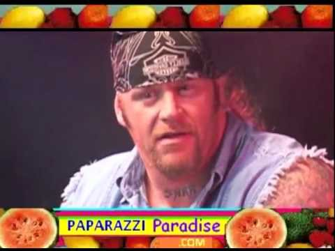 The Undertaker Accepts 2000 Eyegore Horror Award With