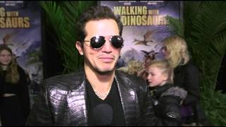 Видео с премьеры анимации Прогулки с динозаврами. HD(Интервью с Джоном Легуизамо, который озвучил в мультфильме Прогулки с динозаврами персонажа по имени Алекс..., 2013-12-16T16:33:58.000Z)