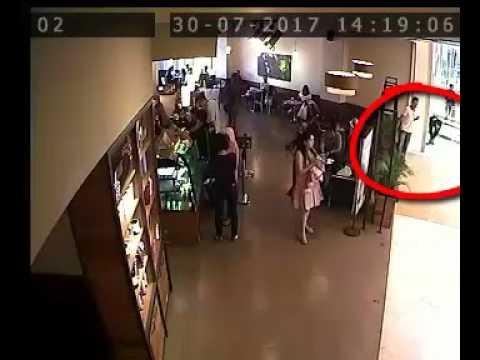 Video CCTV komplotan pencuri tas di Mall Mall Besar Surabaya