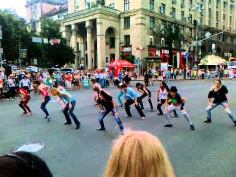 Флешмоб на Крещатике в память о Майкле Джексоне