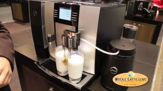 Jura-Capresso GIGA 5 One-Touch-Cappuccino and Latte Macchiato System(David from Jura shows Whole Latte Love the impressive Giga 5 Cappuccino and Latte System. The Barista Specialty recipe cards illuminate on the machine to ..., 2013-03-19T16:00:20.000Z)