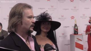 Travis Tritt dishes on biggest bet he's seen at the Derby, sings one of his hits