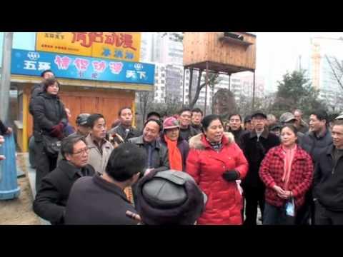 Tibeten song in Wuxi Park (China)
