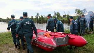 В Амурской области десятки поисковых групп ищут девочек, пропавших на реке Бурее.