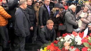 Анатолий Чубайс Хозяин России на месте расстрела Бориса Немцова Вглядитесь в лицо Чубайса! Ну?!