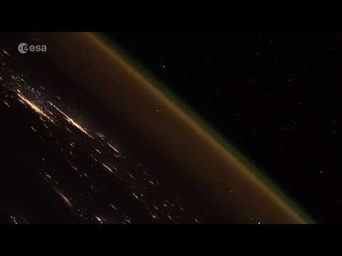 Russian Rocket Launch Seen by Space Station - Amazing Time-Lapse Video