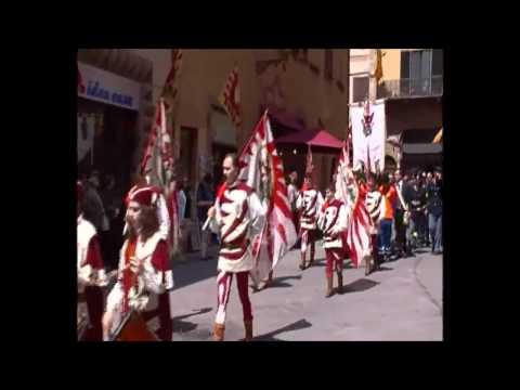 corteo storico per la festa della Repubblica a Volterra