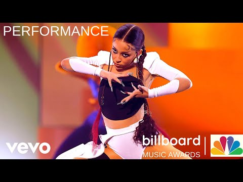 """Doja Cat feat. SZA Performs """"Kiss Me More"""" at the 2021 Billboard Music Awards."""