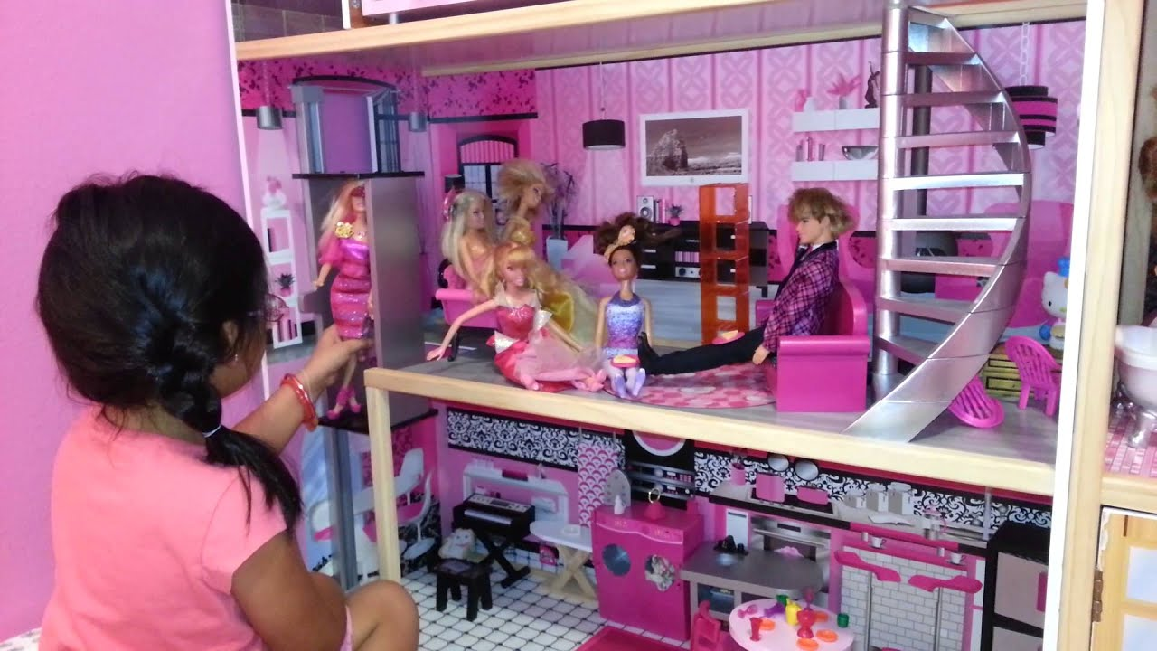 Yali mostrando su casa de barbie youtube - Casa de barbie ...