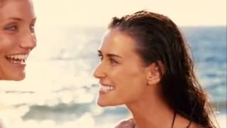 Demi Moore in redhot bikini on the beach