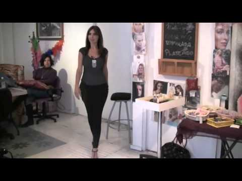 Cómo caminar con tacones y verse sexy- Anastassia Sfeir de YouTube · Duração:  7 minutos 12 segundos