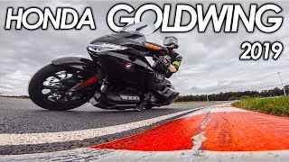 QUAND UN JEUNE MOTARD ESSAYE UNE GOLDWING! 😂(route et circuit) - Essai Honda Goldwing 2019 - ErDoZz