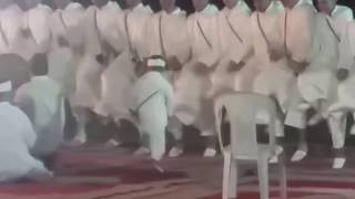 خفة طفل صغير في رقصة أحواش رائع Ahwach