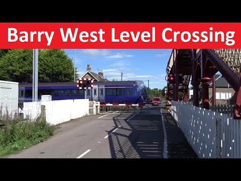 Barry West Level Crossing  - Glasgow–Aberdeen line - Barry, Angus