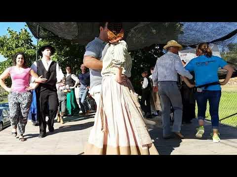 """Grupo de Danças e Cantares de Constantim """"Água leva o regadinho"""" com a participação do público"""