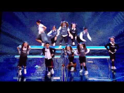 Nhóm nhảy nhí tài năng đang gây sốt ở nước Anh