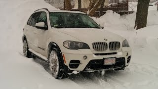 BMW X5 Diesel - Winter Driving During Snow Storm