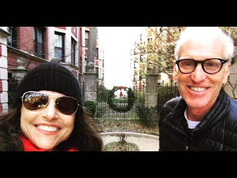 Julia Louis-Dreyfus revisits old Chicago hangouts | BREAKING NEWS TODAY