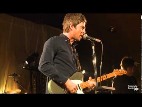 Noel Gallagher's High Flying Birds - In The Heat Of The Moment (London 2015) HD