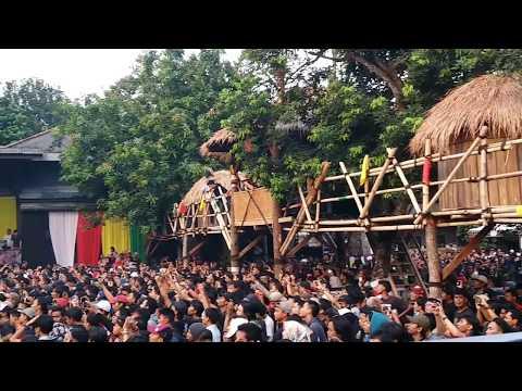 Free Download Iwan Fals - Di Bawah Tiang Bendera (konser Situs Budaya : Papua - Asmat) Mp3 dan Mp4