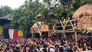 Video Iwan Fals - Di Bawah Tiang Bendera (Konser Situs Budaya : Papua - Asmat) download MP3, 3GP, MP4, WEBM, AVI, FLV September 2017