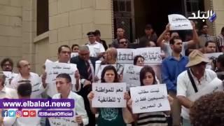 بالفيديو والصور.. النائب العام يأمر بفض مظاهرة للأقباط على سلالم دار القضاء