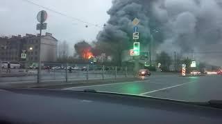 В Санкт-Петербурге на обводном канале горит Лента