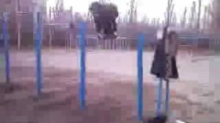 дворовые  и гимнастические элементы на турнике(последние видео 2008 . JOIN QUIZGROUP PARTNER PROGRAM: http://join.quizgroup.com/ ., 2008-12-09T20:39:56.000Z)