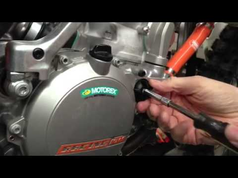 How To Change Ktm 2 Stroke Water Pump Impeller Youtube
