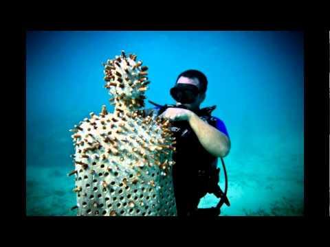 Jason deCaires Taylor y sus esculturas debajo del fondo del Mar del Caribe
