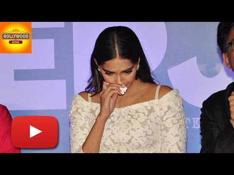 Sonam Kapoor Breaks Down During 'Neerja' Trailer Launch