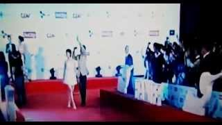 ベトナムのテレビで生放送された女優:未来穂香(Miki Honoka)と監督:今関...